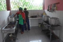 In der Schulküche - En la cocina de la escuela